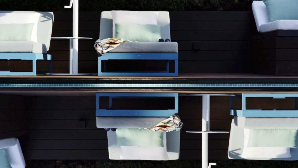 edición de video piscina y tumbonas